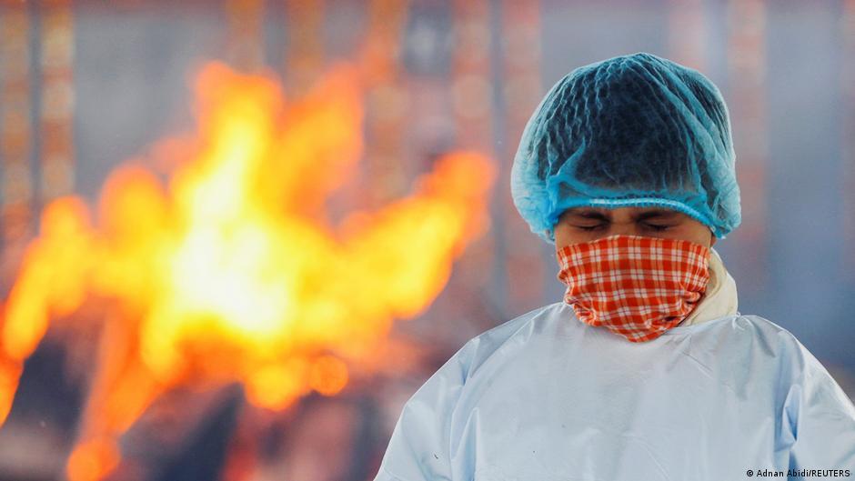 Indien Neu Delhi Coronapandemie Krematorium Trauer