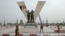 Tschad N'djamena Flagge Statue Place de la Nation