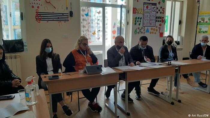 Albanien Tirana |Wahl 2021 | Wahllokal |Wahlkommission