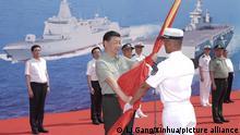 China Neue Schiffe für die Marine Zeremonie in Sanya