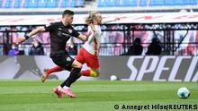 Deutschland Bundesliga - RB Leipzig v VfB Stuttgart | Foul an Forsberg