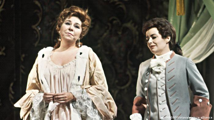Christa Ludwig in 'Rosenkavalier' at the Vienna State Opera, alongside Gwyneth Jones (r), in 1968.