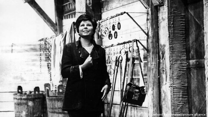 La cantante ingresó en la Ópera de Viena en 1955 y actuó en el afamado Festival de Salzburgo junto al director de orquesta austriaco Karl Boehm.