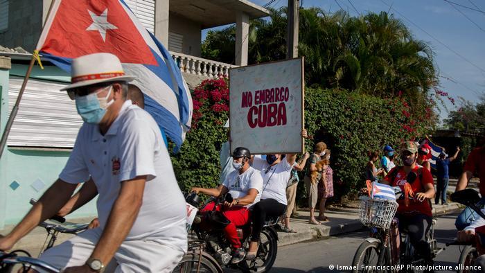 El oficialismo culpa de la crisis económica y de las protestas al embargo estadounidense.