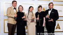 USA Los Angeles: 93. Oscarverleihung - Peter Spears, Frances McDormand, Chloe Zhao, Mollye Asher und Dan Janvey | Nomadland
