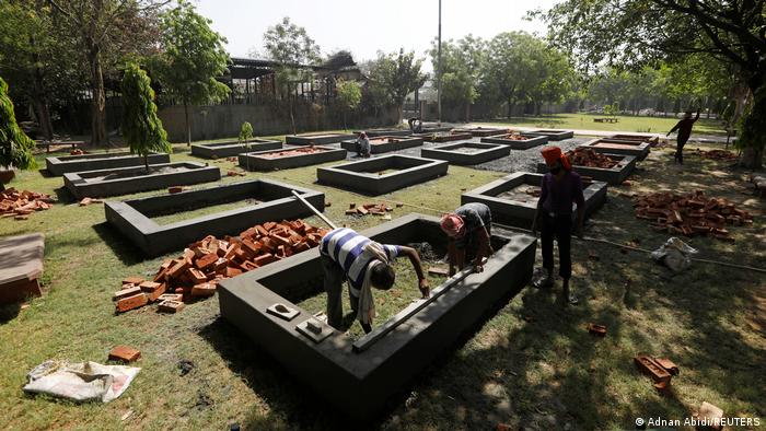 Workers building out New Delhi crematorium