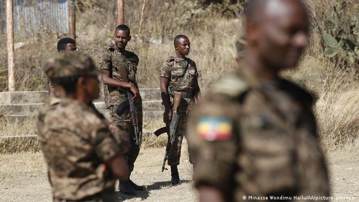 Äthiopien I Äthiopische Soldaten auf Patrouille bei Mekelle