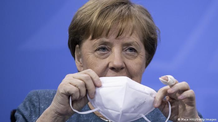 El director de la OMS, Tedros Adhanom Ghebreyesus, y la canciller alemana Angela Merkel anunciaron la creación de un centro mundial que buscará asegurar una mejor preparación contra futuras amenazas a la salud pública, como la pandemia de COVID-19, y que será financiado por Alemania con 30 millones de euros al año. Estoy encantada de que la OMS haya elegido Berlín, dijo Merkel (05.05.2021).