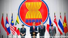"""*** Dieses Bild ist fertig zugeschnitten als Social Media Snack (für Facebook, Twitter, Instagram) im Tableau zu finden: Fach """"Images"""" *** 24.04.21 *** Indonesian President Joko Widodo speaks during a news conference after attending the ASEAN leaders' summit at the Association of Southeast Asian Nations (ASEAN) secretariat building in Jakarta, Indonesia, April 24, 2021. Courtesy of Laily Rachev/Indonesian Presidential Palace/Handout via REUTERS THIS IMAGE HAS BEEN SUPPLIED BY A THIRD PARTY. MANDATORY CREDIT. NO RESALES. NO ARCHIVES."""