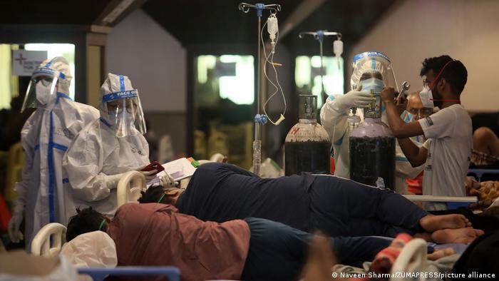 Pacientes de covid-19 em hospital de Nova Déli