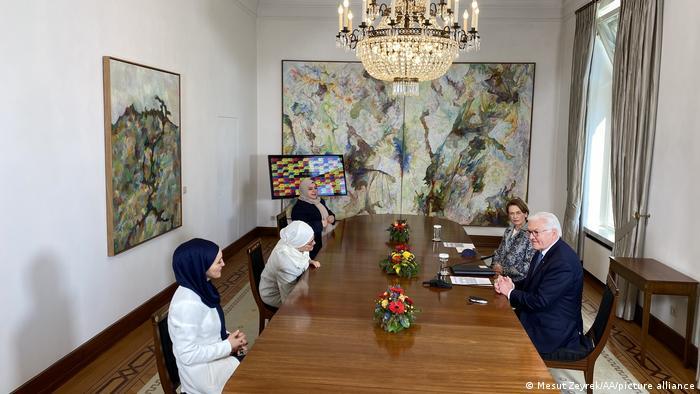 الرئيس الألماني فرانك ـ فالرت شتاينماير خلال لقائه مع ممثلات عن الخدمات الاجتماعية للنساء المسلمات
