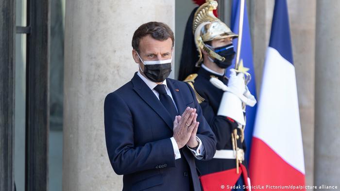 Президент Франції Еманнуель Макрон каже про чотири кроки на шляху пом'якшення локдауну