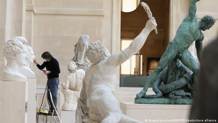 Παρίσι | Οι θησαυροί του Λούβρου online
