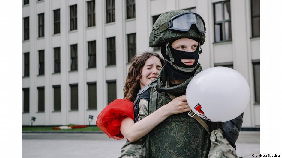EINSCHRÄNKUNG |Fotobuch Fotos für die Pressefreiheit 2021 |Violetta Savchits, Belarus