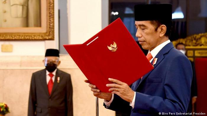 Presiden Jokowi memimpin langsung upacara pengambilan sumpah