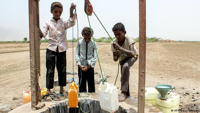 يعتمد اليمنيون بشكل كبير على المياه الجوفية