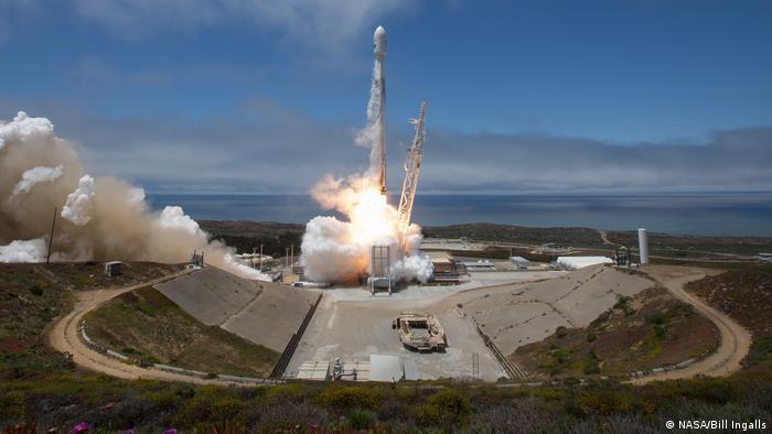 Пуск ракети Falcon 9 компанії SpaceX Ілона Маска