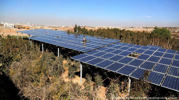 ألواح الطاقة الشمسية في صنعاء