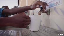 Titel: GLOD Uganda Wasserfilter Beschreibung:Sauberes Wasser ist ein Menschenrecht, doch auch in vielen Regionen Ugandas fehlt es daran, auf Kosten von Menschenleben. Ein Sozialunternehmen hat deshalb einen einfachen, aber wirkungsvollen Filter entwickelt. Der macht aus trüben Teichwasser klares Trinkwasser und schützt zudem das Klima. Rechte: sind für diesen Beitrag gegeben! Copyright: DW