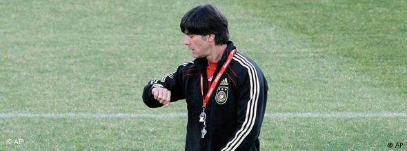 Stunde der Wahrheit für Deutschland in Südafrika Trainer Jogi Löw NO FLASH