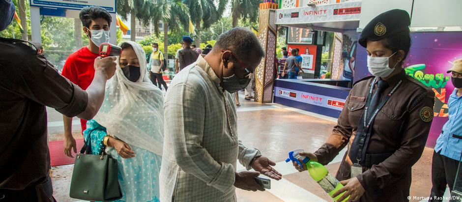 Bildergalerie Bangladesh faces vaccine shortage Bangladesch Impfstoff-Mangel