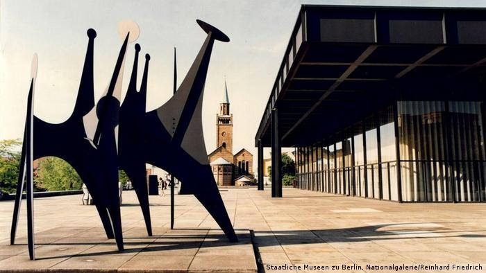 Neue Nationalgalerie with 'Têtes et Queue' (1965) sculpture by Alexander Calder, 1993