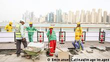 DUBAI - WORKERS ON BLUEWATERS ISLAND Migrant workers finishing the pavement on Bluewaters Island. Just a short walk along a pedestrian bridge from The Beach on Jumeirah Beach Residence, the artificial island operated by Meeras opened in 2019. Dubai Bluewaters Dubai UNITED ARAB EMIRATES EMIRATS ARABES UNIS PUBLICATIONxINxGERxSUIxAUTxONLY Copyright: xEmmanuelxCatteaux HLECATTEAU1094197