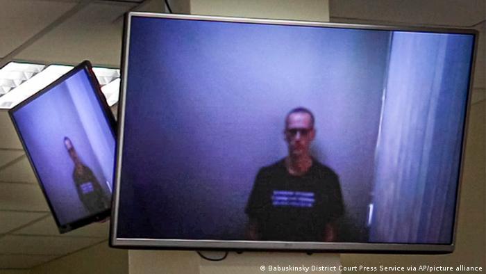 Alexej Nawalny bei einer Gerichtsanhörung per Video im April