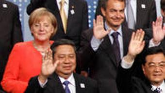 World leaders wave during a group photo at the G-20