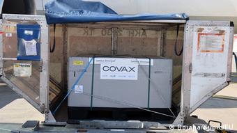 Montenegro   Covax Lieferung aus Montenegro, Podgorica