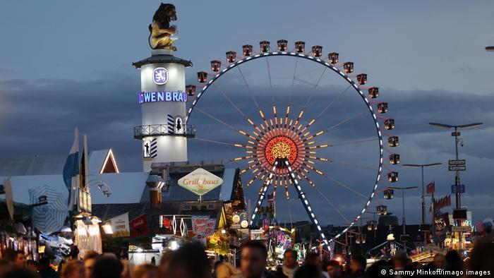 Aspecto de la Oktoberfest tradicional en Múnich, antes de la pandemia