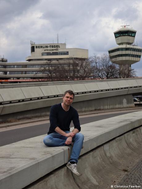 Deutschland Eddy Ramich Impfhelfer im Impfzentrum Tegel
