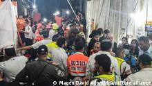 Rettungskräfte im Einsatz auf dem Berg Meron nach der Massenpanik