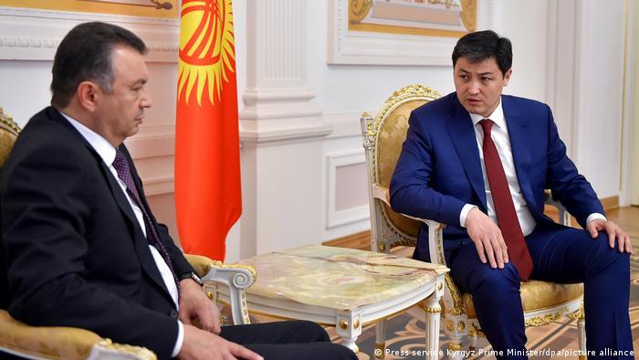 Treffen kirgisischer Ministerpräsident Ulukbek Maripow (r.) und tadschikischer Premier Kokhir Rasulzoda