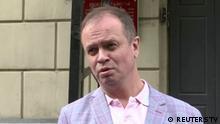 Russland Moskau | Anwalt Ivan Pavlov im Gespräch mit Journalisten nach Gerichtsanhörung