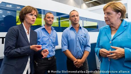 Deutschland Merkel trifft bei Trumpf in Sachsen die Vorsitzenden der Geschäftsführung Nicola Leibinger-Kammüller