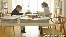 Berlin | Homeschooling: Geschwister Catharina, 14, und Felix, 12