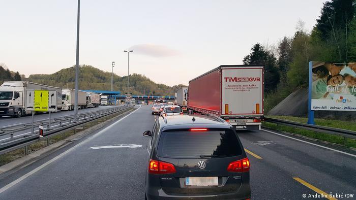 Kolona pred ulazom u Hrvatsku