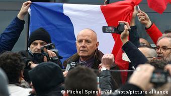 Frankreich Der frühere General Christian Piquemal bei einer fremdenfeindlichen Demonstration