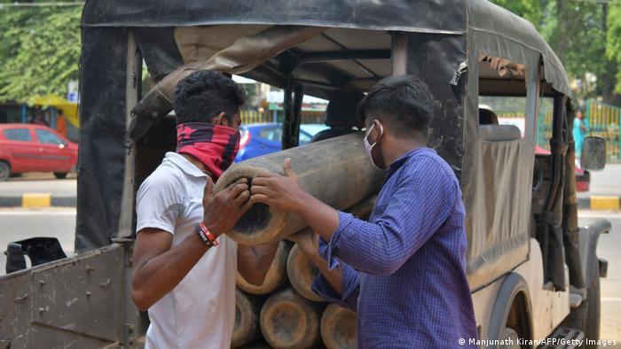 Indien Bangalore | Coronavirus | Sauerstoffflaschen