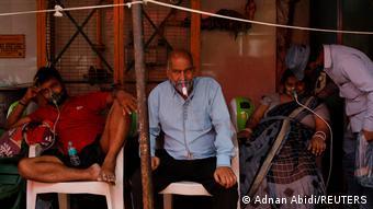 Indien Ghaziabad | Coronavirus | Sauerstoffversorgung an Sikh Tempel