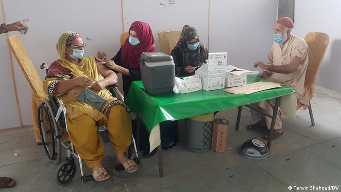 Lahore, Pakistan | Coronavirus Impfung