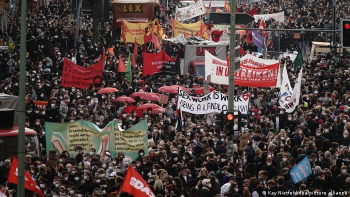 Left-wing protesters march in Berlin