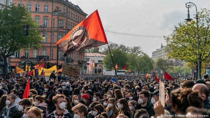 01.05.2021, Berlin, Deutschland, GER - Auftaktkundgebung zur revolutionären 1. Mai Demonstration