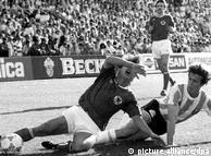 Spielszene aus dem Spiel Argentinien - Deutschland 1987 (Foto: dpa)