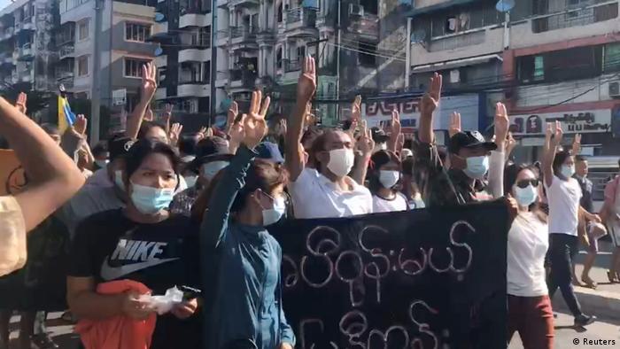 Protestmarsch in der Wirtschaftsmetropole Yangon
