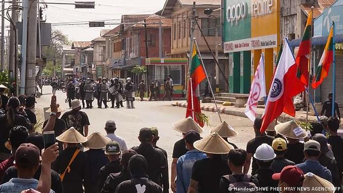 Konfrontation zwischen Polizei und Juntagegnern in Kyaukme im Shan-Staat