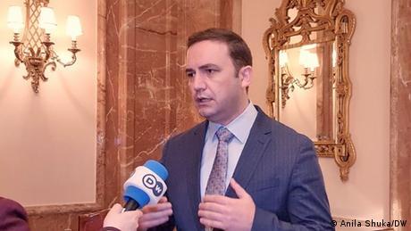 """ΥΠΕΞ Β.  Μακεδονίας: """"Χρειαζόμαστε καθαρό μήνυμα της ΕΕ για τη χώρα"""""""