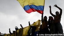 "*** Dieses Bild ist fertig zugeschnitten als Social Media Snack (für Facebook, Twitter, Instagram) im Tableau zu finden: Fach ""Images"" —> Weltspiegel/Bilder des Tages *** May 1, 2021*** Demonstrators take part in a protest against the tax reform of President Ivan Duque's government in Bogota, Colombia, May 1, 2021. REUTERS/Luisa Gonzalez TPX IMAGES OF THE DAY"