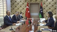 Libyens Außenministerin Najla al-Mangusch trifft den türkischen Außenminister Cavusoglu